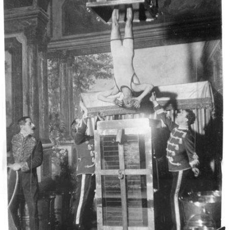 Houdini-y-la-celda-de-tortura-acuatica-Library-of-Congress