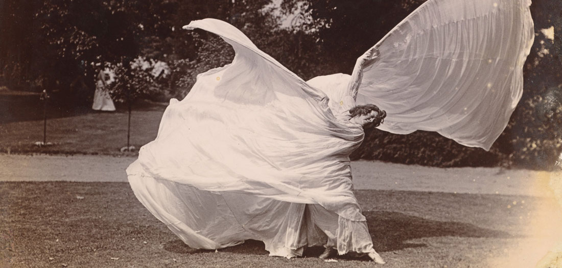 Loie Fuller dancing, c.1900. MET. Gilman Collection, Purchase, Mrs. Walter Annenberg and The Annenberg Foundation Gift, 2005.