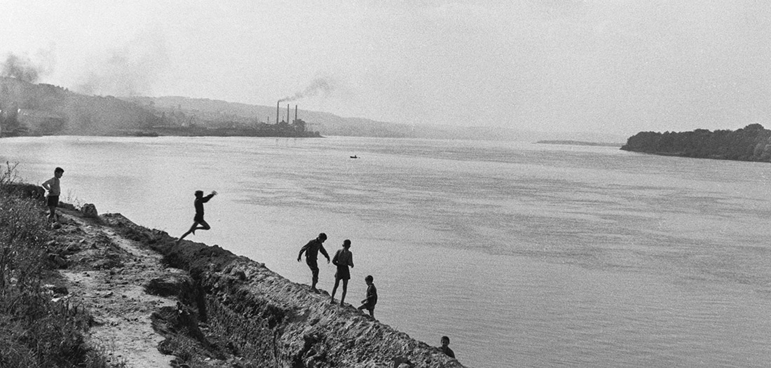 Inge Morath. Yugoslavia. Smederevo. 1958 © Inge Morath Foundation. Magnum Photos.