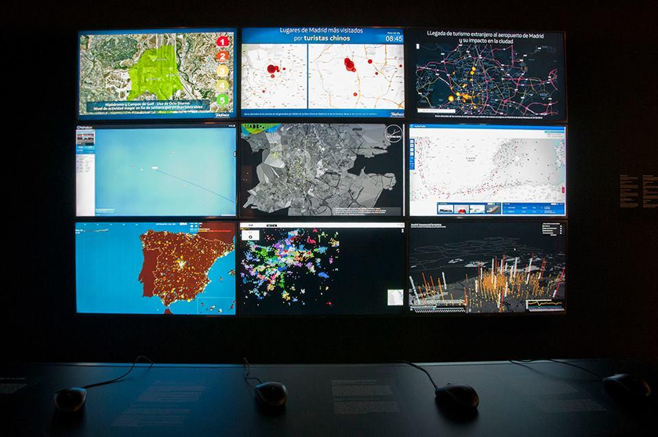 Varias visualizaciones de datos en 'Big Bang Data'.