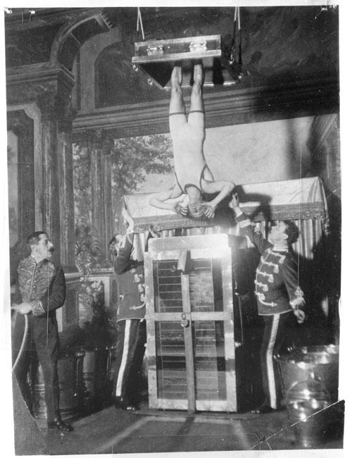 Houdini-y-la-celda-de-tortura-acuatica-(Library-of-Congress)