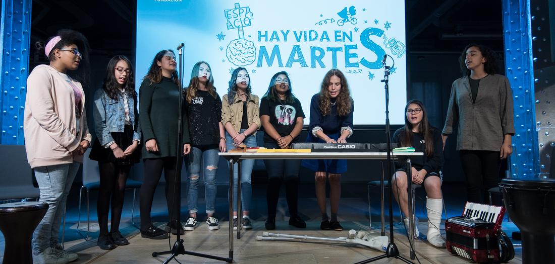 Hay Vida en Martes: Gloriafuertesmanía y el coro 'Milagros'.