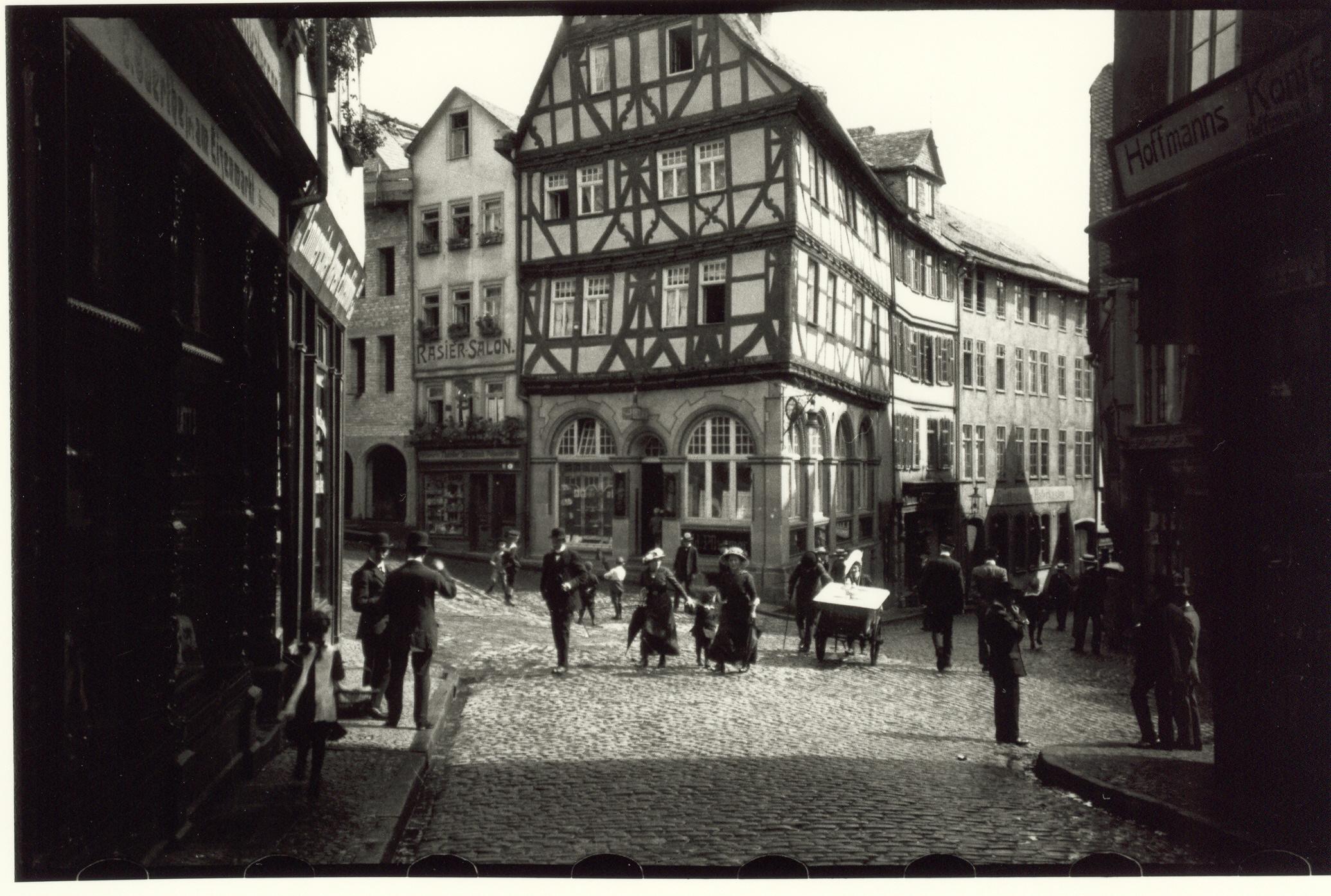 Oskar Barnack, Eisenmarkt, Wetzlar, 1913 © Leica Camera AG