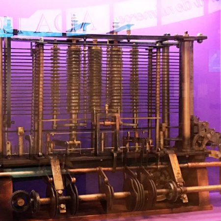 Reproducción del fragmento de la Máquina Analítica que se expone actualmente en el Science Museum de Londres.