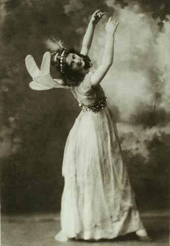 Baker's Art Gallery. Isadora Duncan como primera hada en 'Midsummer night's dream', ca. 1896. The New York Public Library.