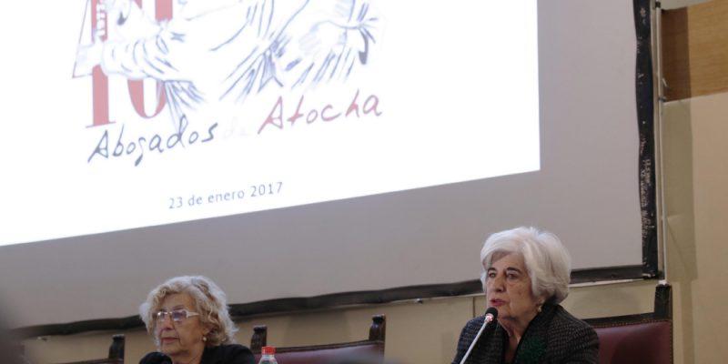 Paca Sauquillo y la alcaldesa, Manuela Carmena en el homenaje a las abogados de Atocha.