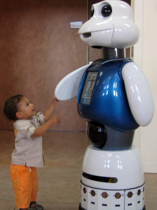 Maggie, robot asistencial.