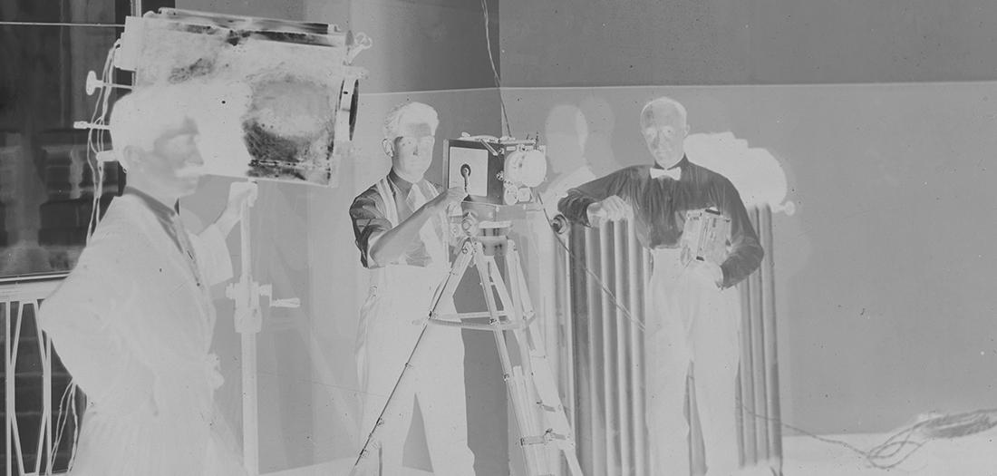 Anónimo, (1926). Operadores cinematográficos que se reunieron en la central de Santander con motivo de la inauguración del teléfono automático.