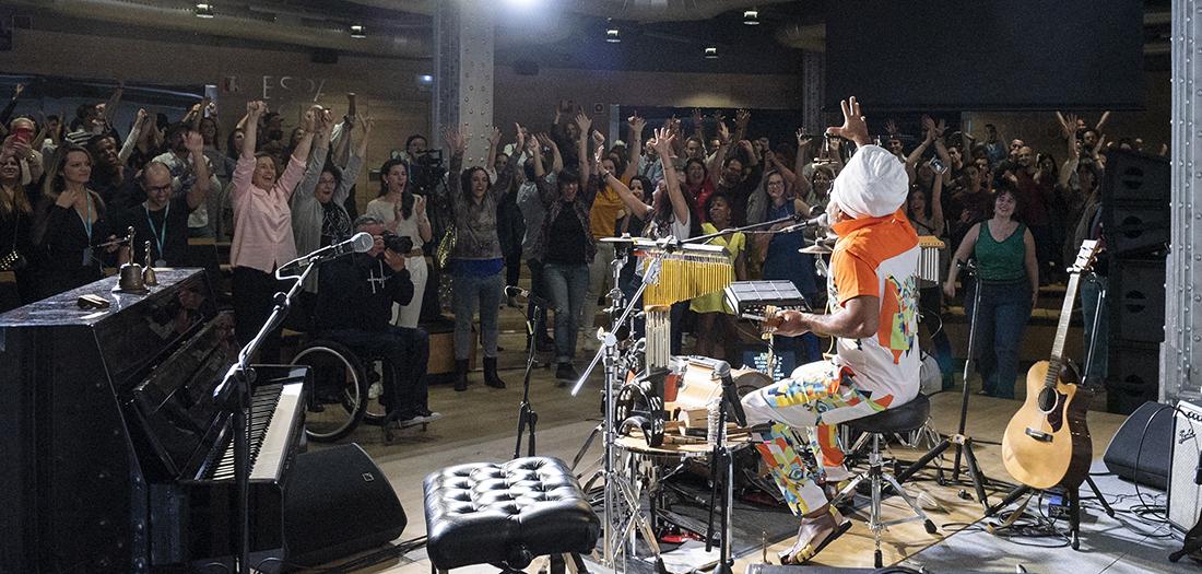 Carlinhos Brown revoluciona el auditorio de Espacio Fundación Telefónica