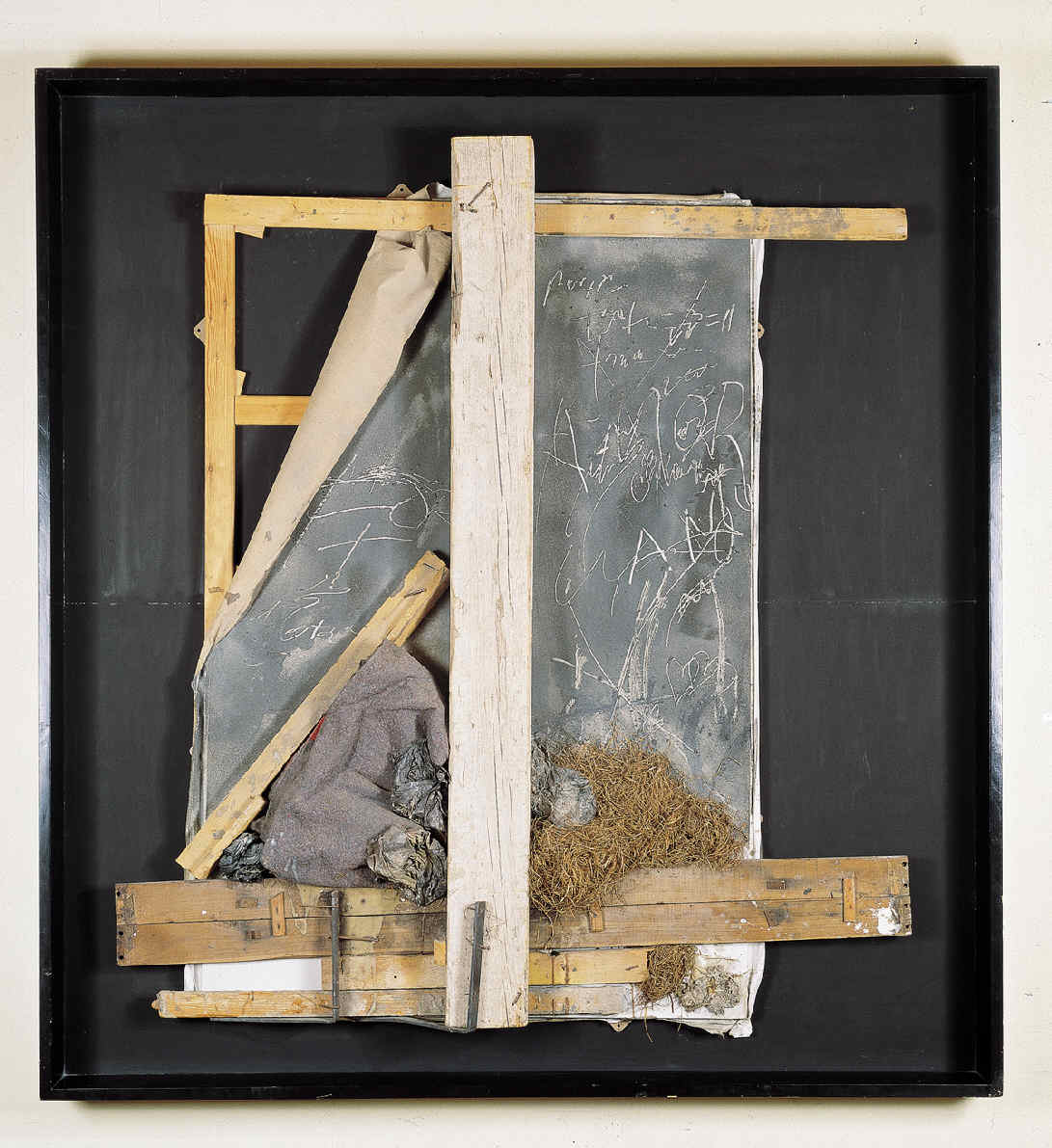 """""""Assemblage amb graffiti """" de Antoni Tàpies© Comissió Tàpies, VEGAP, Madrid, 2019."""